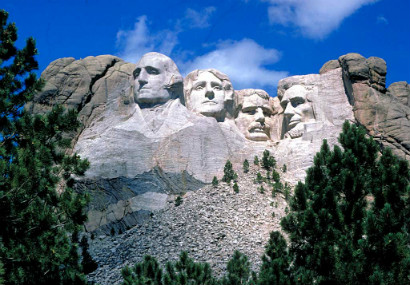 Mount Rushmore with carvings of heads of four US Presidents